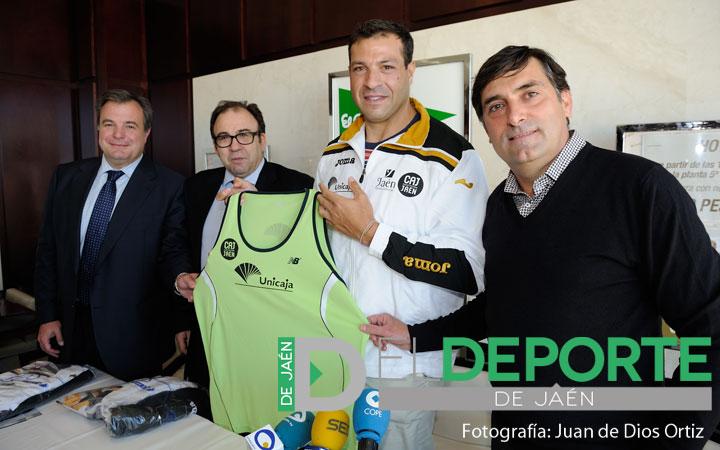 """Mario Pestano, ilusionado por la """"seriedad"""" del proyecto del Unicaja Atletismo"""
