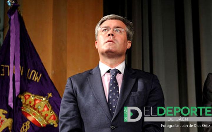 El Real Jaén impondrá su insignia de oro a Fernández de Moya