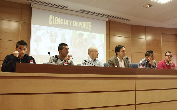 La UJA alberga una mesa redonda sobre 'La Ciencia del Fútbol'