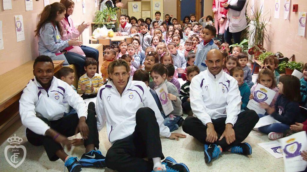 Quesada, Kitoko y Nando visitan al alumnado del CEIP Fuensanta de Villanueva del Arzobispo