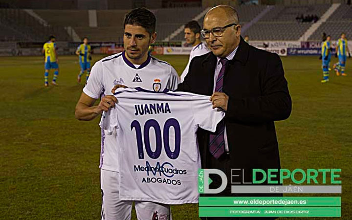 Juanma es homenajeado por sus cien partidos con el Real Jaén