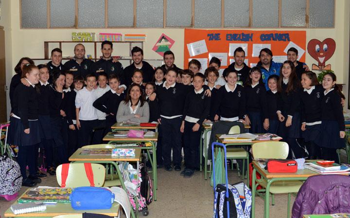 Escolares del Marcelo Spínola reciben la visita de jugadores del Jaén Paraíso Interior