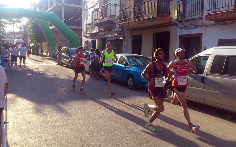 Jesús Gómez y Cynthia Ramírez vencen en la Carrera Popular de Santiago