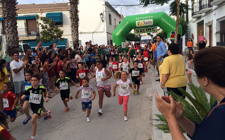 La 'Noche de Santiago' acogió una fiesta deportiva con más de 300 corredores