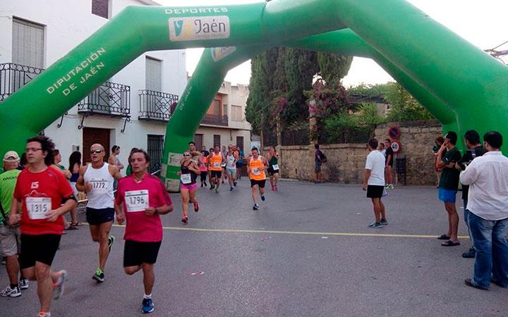 Más de 400 atletas participaron en la 14ª Carrera Popular celebrada en Mengíbar