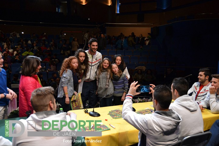 Los escolares de Alcaudete se divierten con la visita del Jaén Paraíso Interior FS