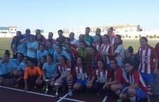Villacarrillo y Torredonjimeno posan conjuntamente tras la final. Foto: Federación Jiennense de Fútbol.