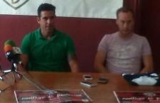 Toni García y Kimo durante su presentación como nuevos jugadores del Martos CD. Foto: Twitter Martos CD.