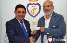 Teruel entrega a Reyes su carnet del Real Jaén para la temporada 2015-16