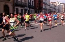 Miguel Ángel Ruiz y Lola Chiclana vencen en la carrera popular de Beas de Segura