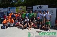 Fotografía: Organizadores y ganadores del torneo celebran el éxito del torneo.