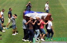 Alrededor de 4000 personas despiden a Fran Carles en Linarejos