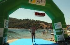 Unos sesenta nadadores se citaron en la I Travesía a Nado celebrada en el pantano de Guadalmena