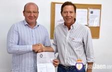 Javier Márquez adquiere su carnet de abonado del Real Jaén
