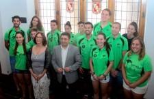Francisco Reyes recibe a los atletas del Unicaja tras la conclusión de la temporada