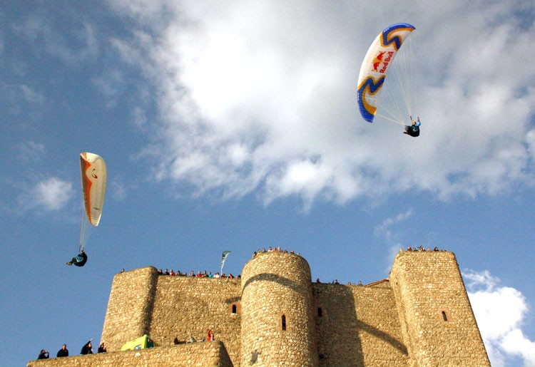 El XVIII Festival Internacional del Aire 'El Yelmo' se celebrará entre el 2 y el 4 de junio