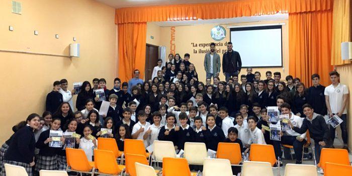 Visita de Rosales y Cristian a los escolares del colegio Ciudad de Linares
