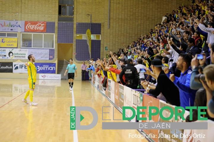 Alegría desbordada en La Salobreja con el gol de Solano. Foto: Juande Ortiz.