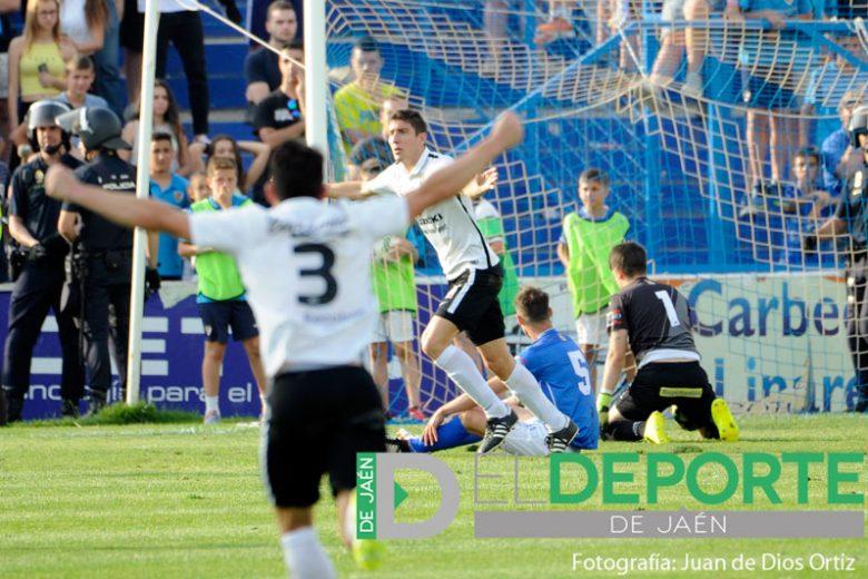 El Linares Deportivo cae ante el Burgos y desciende a Tercera