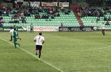 Con la derrota frente al Mérida, el Mancha Real certificó su descenso a Tercera División. Foto: Mérida AD.