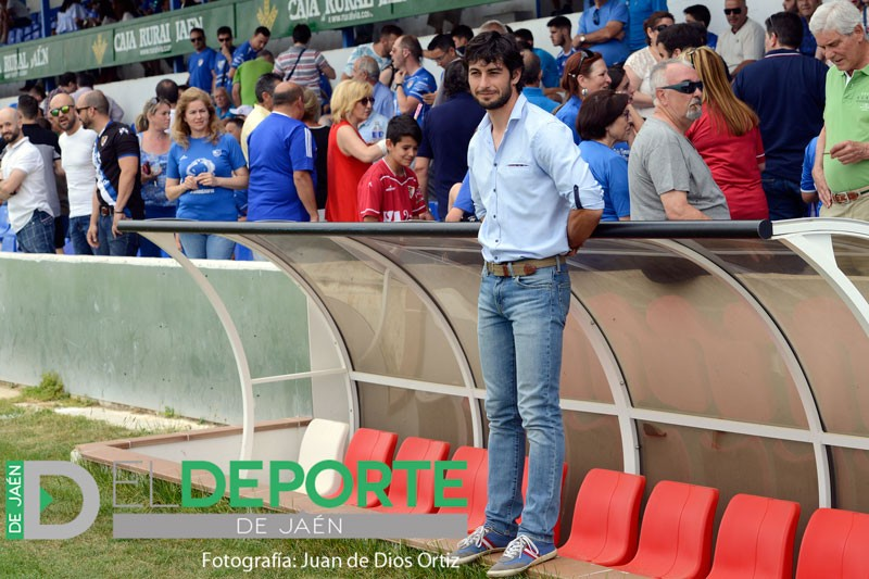 Ferrando dimite de su cargo como mánager y entrenador del Linares