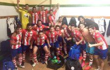 Los jugadores rojiblancos celebran su tercer triunfo consecutivo. Foto: Twitter UDC Torredonjimeno.