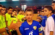El cadete del CD Cabra Joven, José Antonio Cuenca, recibe el brazalete Fair Play RFAF