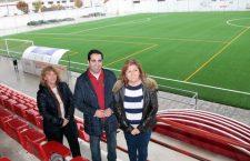 Renovado el césped del campo de fútbol de Alcalá la Real