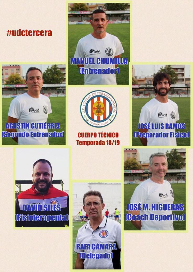 Imagen de los seis miembros del cuerpo técnico del Torredonjimeno