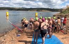 La IV Travesía a Nado Villa de Marmolejo registró la participación de ochenta nadadores