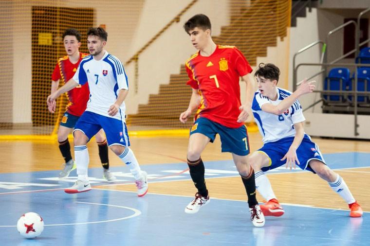 El joven jugador jiennense, en la anterior convocatoria con la selección.