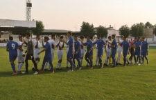 Jugadores de uno y otro equipo se saludan antes del comienzo. Foto: Twitter Cantera Córdoba CF
