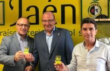 El alcalde de Jaén recoge sus carnets de fútbol y fútbol sala