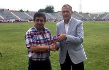 Francisco Reyes recoge su carnet de socio del Real Jaén