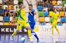 Ramon disputa un balón durante el encuentro. Foto: Valdepeñas FS