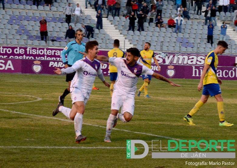 El Real Jaén vuelve a apelar a la remontada para lograr el triunfo