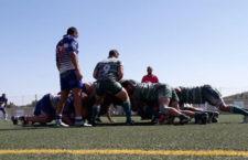 Jiennenses y marbellís pugnan en una melé. Foto: Jaén Rugby.