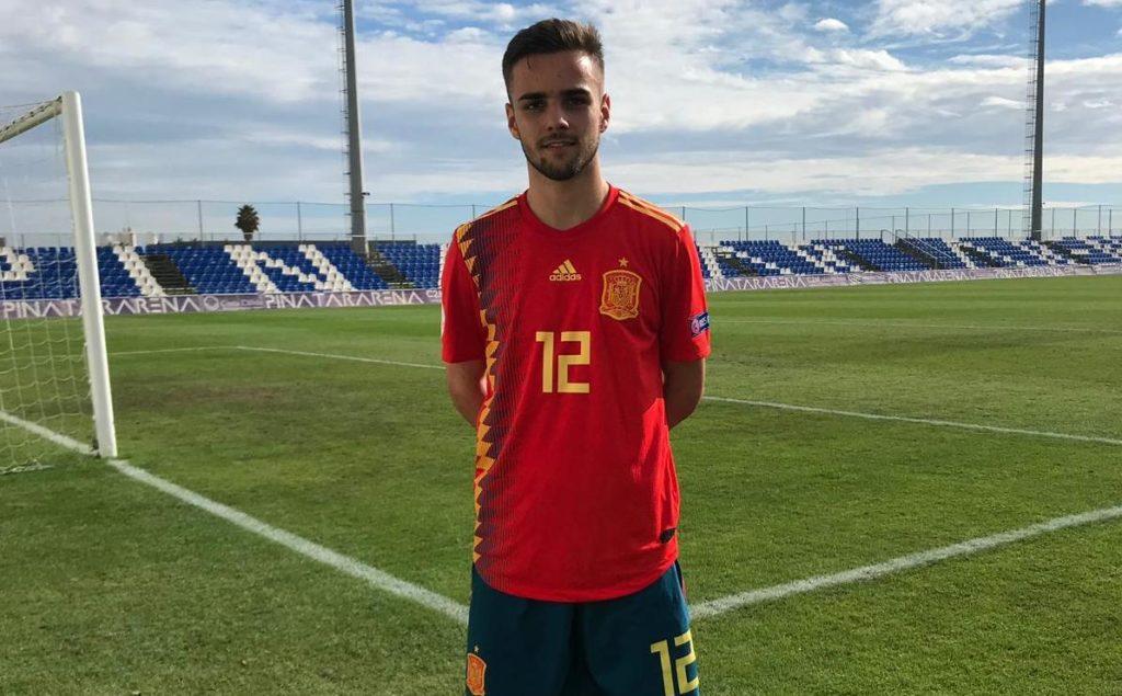 El linarense Ismael Casas con la equipación de la selección española Sub-18