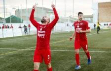 Navas celebra el primer gol del CD Torreperogil. Foto: Antonio Rosillo.