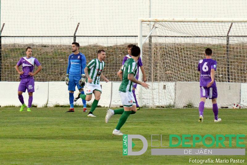 Un jugador del Antequera celebra un gol ante el Real Jaén