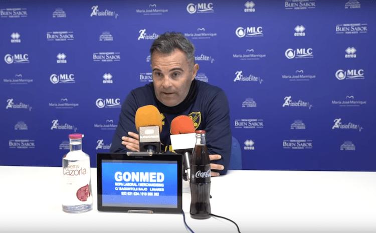 El entrenador del Linares Deportivo, Juan Arsenal, en sala de prensa durante la previa contra el Real Jaén