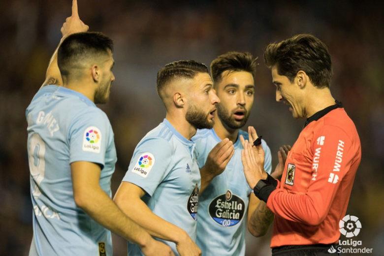 El colegiado jiennense durante el partido entre Celta y Leganés. Foto: LaLiga.