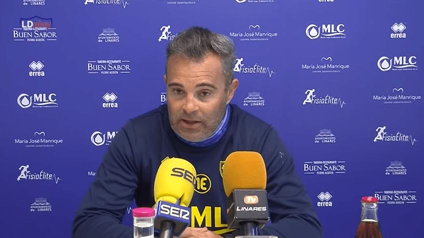 El entrenador del Linares Deportivo, Juan Arsenal, analiza en rueda de prensa la previa contra el River Melilla