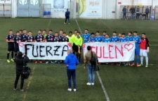Jugadores de ambos equipos mostraron su apoyo a Julen antes del partido. Foto: CD El Palo.