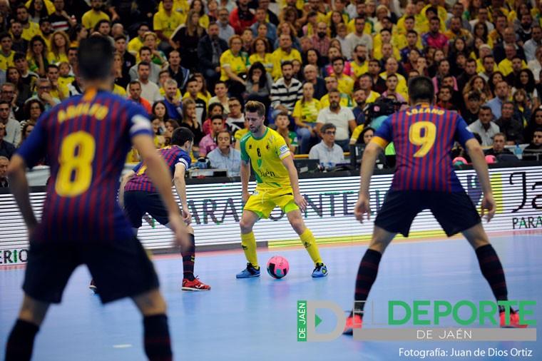 Jordi Campoy conduce un balón en un partido con el Jaén FS