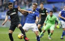 El central jiennense seguirá defendiendo la camiseta azulona. Foto: Real Oviedo.