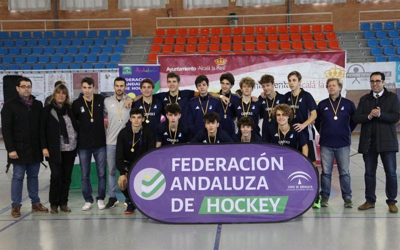 Jugadores del club catalán reciben su medalla en Alcalá la Real