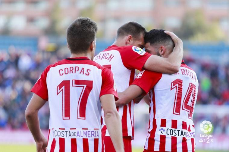 El Almería superó al Córdoba CF con un gol de Corpas.