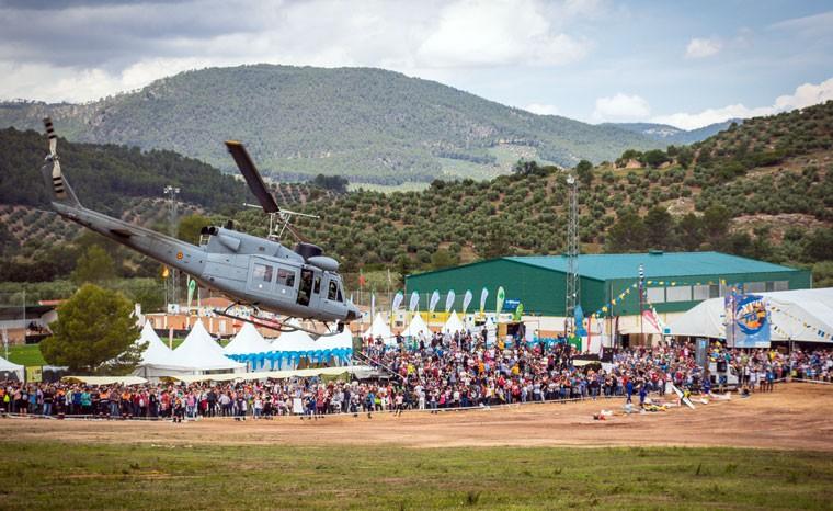 Helicóptero durante una demostración en el FIA El Yelmo