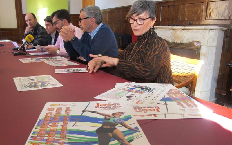 Representantes y autoridades durante la presentación del Campeonato de España de Lanzamientos Largos